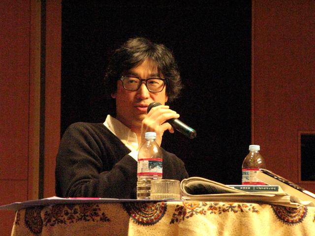 東山彰良氏(福岡ユネスコ文化講演会&トークショー「東山彰良の小説世界」から)